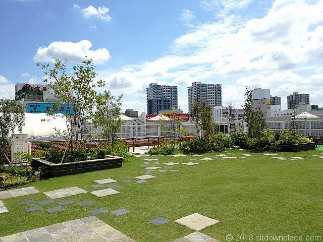ルミネ大宮2の4F屋上庭園の景観