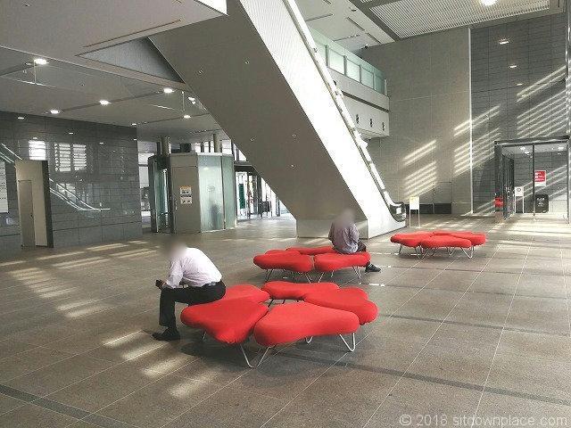 シーノ大宮ノースウィング1Fの座れる休憩場所