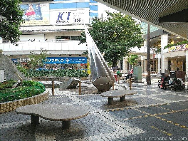 大宮駅西口ひょうたん型のベンチ