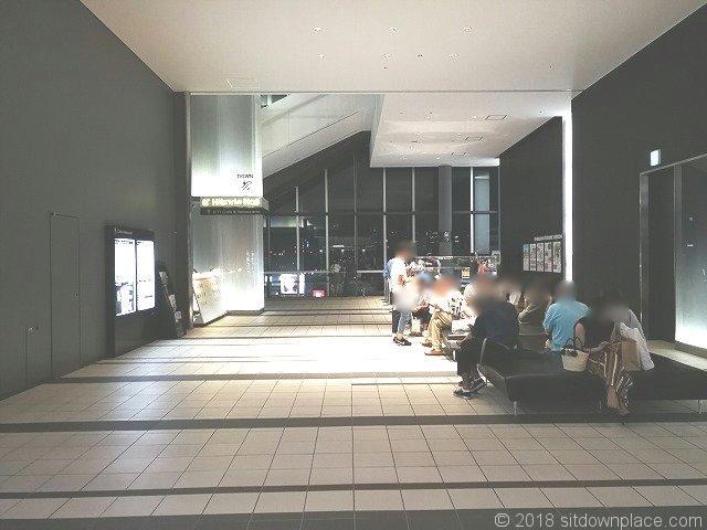 渋谷ヒカリエ11Fスカイロビーの座れる休憩場所