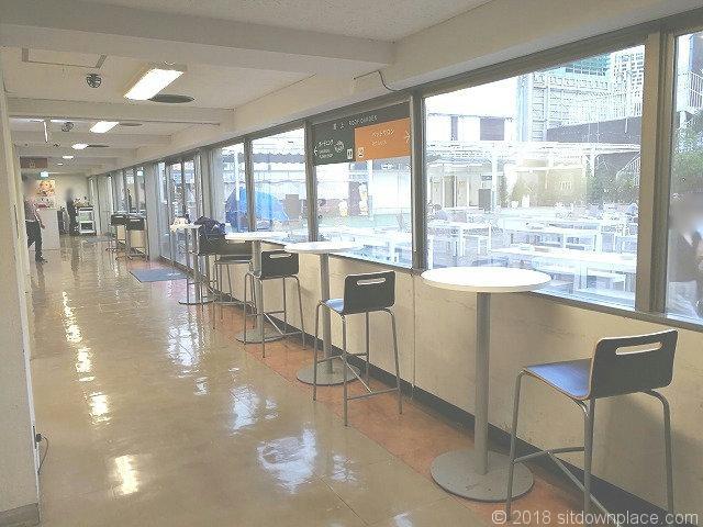 渋谷東急本店RFエレベーター付近のテーブル席