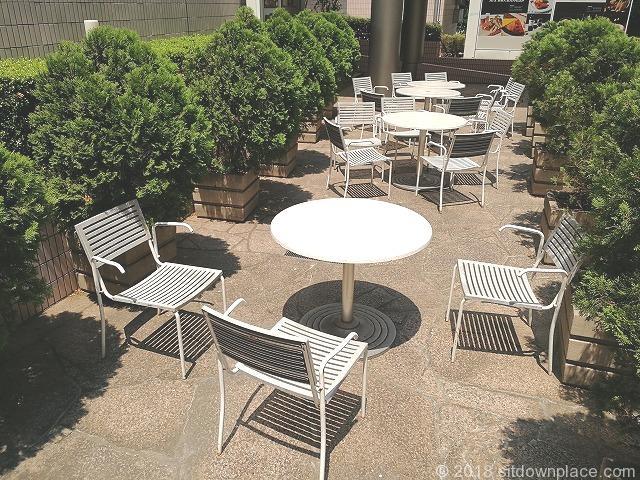 品川ウィング高輪ウエストコートのテーブル席(7月)