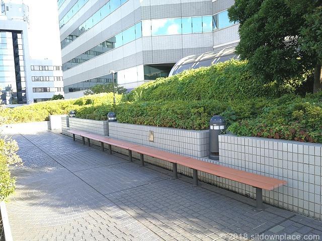 田端文士村記念館前のベンチ