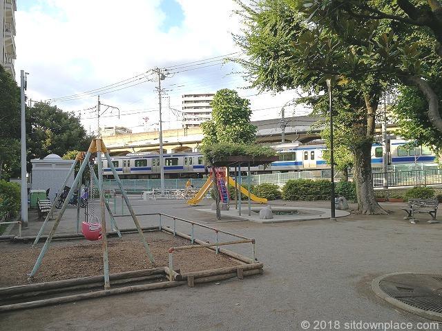 東田端公園から見える電車