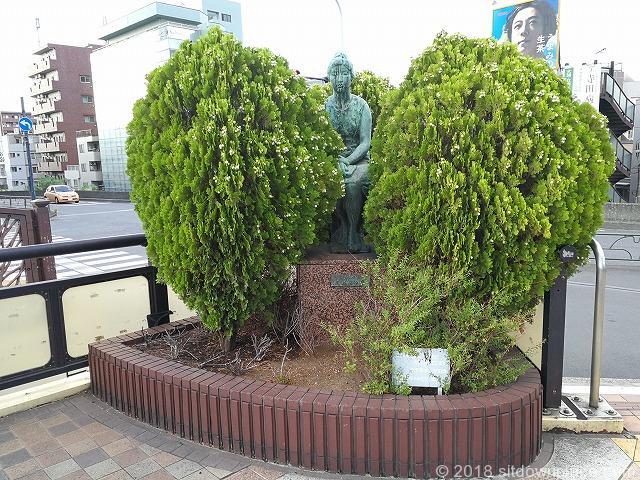 田端ふれあい橋ホテルメッツ付近の銅像