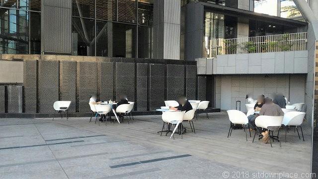 ワテラスモール2Fのテーブル席