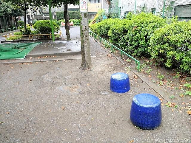 三谷児童遊園の休憩所
