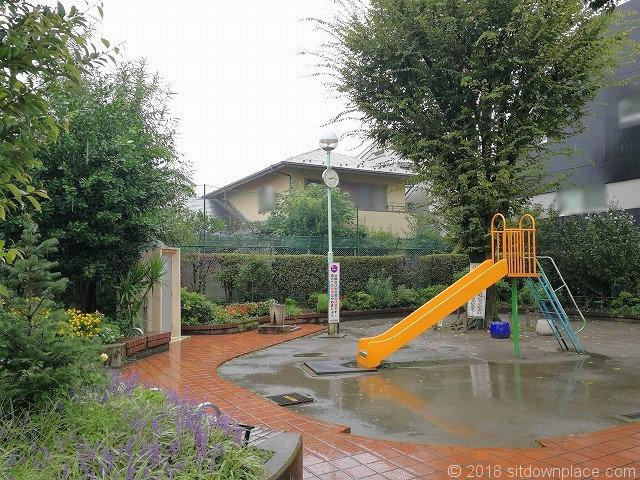鷹番児童遊園のすべり台