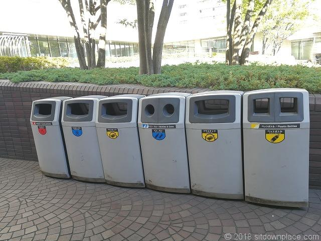 浜松町ビルディング1Fプラザ111付近のゴミ箱
