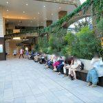 【池袋駅】サンシャインシティ 1F 出入口付近の休憩場所