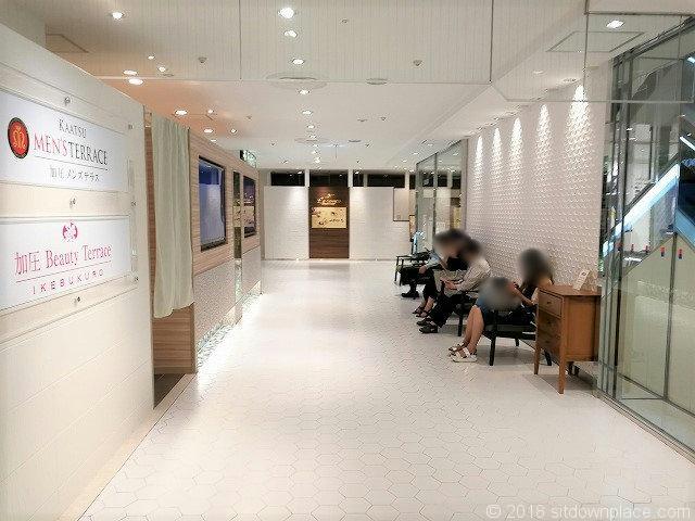 東武 3F 11番地 ビューティーテラスの座れる休憩場所