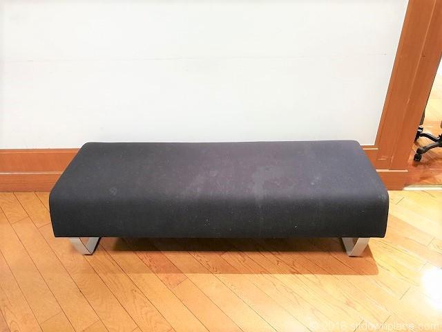 東武 5F ブルックスブラザーズ横のソファ