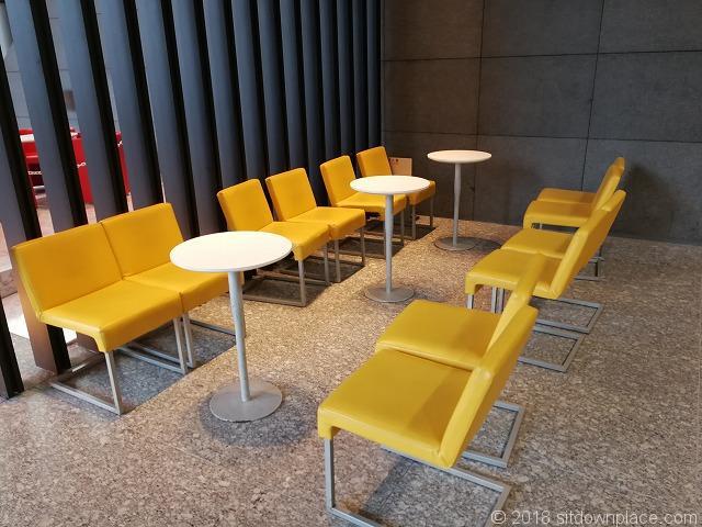 アートヴィレッジ大崎セントラルタワー2F エントランスのテーブル席