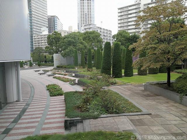 ゲートシティ大崎1F休憩スペースのカウンター席からの景観