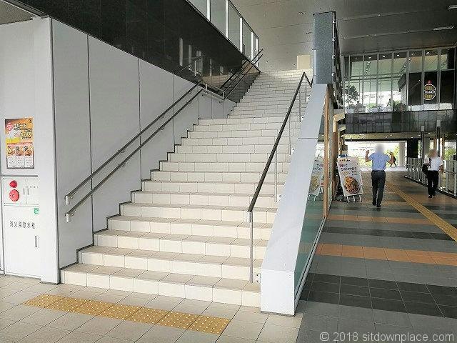 大崎センタービル2fの屋外階段