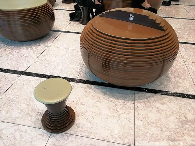 ThinkPark Towerのデジタルラウンジのテーブル席