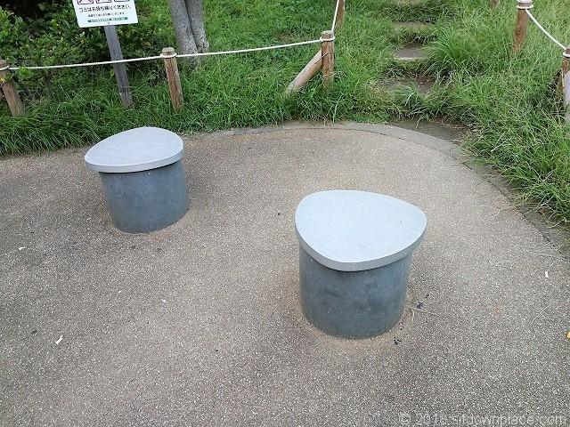 代沢草の丘広場の1人掛けベンチ
