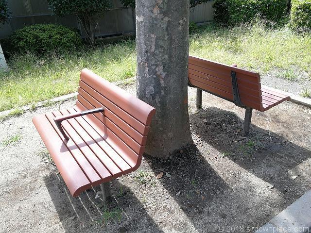 どんぐりひろば公園のベンチ