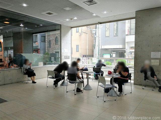 北沢タウンホール1F休憩所