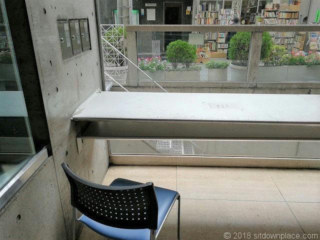 北沢タウンホール1Fのカウンター席