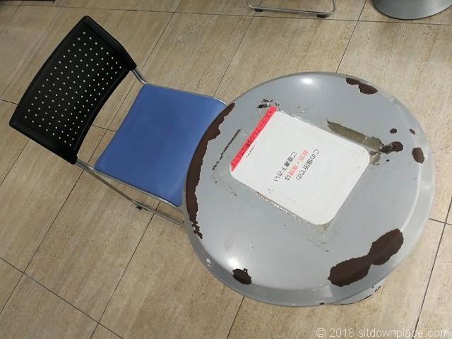 北沢タウンホール1Fのテーブル席