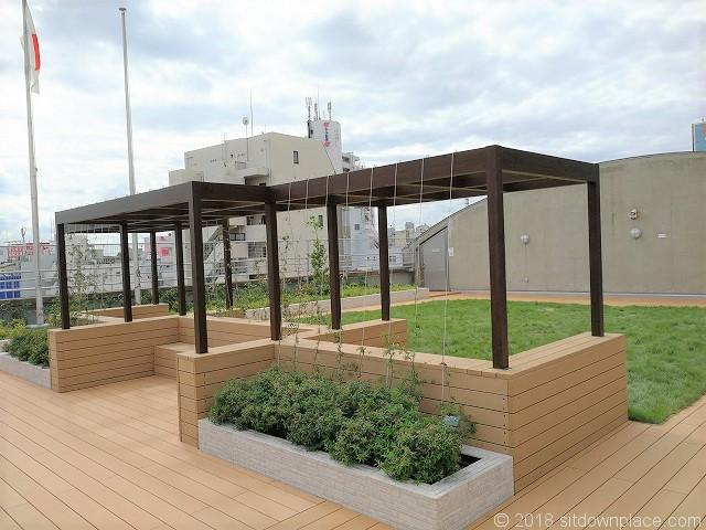 北沢タウンホール5F屋上庭園の景観