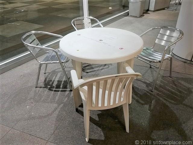 インターシティB1Fのテーブル席