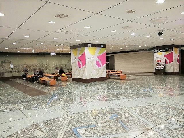 東京駅構内の銀の鈴周辺の休憩所