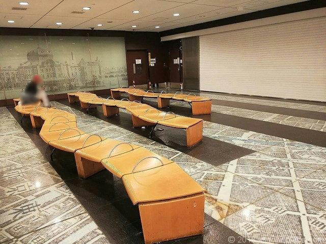 東京駅構内の銀の鈴周辺の休憩スペース