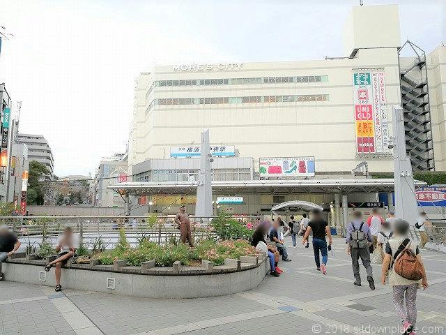 横須賀中央駅東口ペデストリアンデッキの休憩所