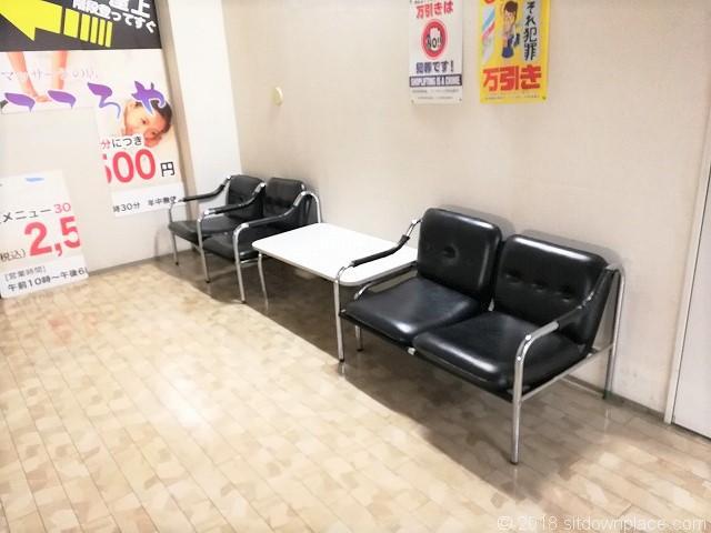 さいか屋横須賀店新館6F階段付近の休憩所