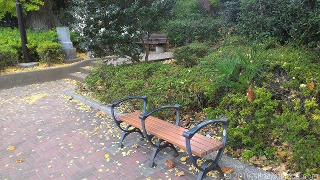 四ツ谷見附公園のベンチ