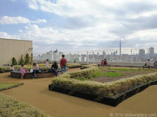 マルイ北千住屋上広場の花壇