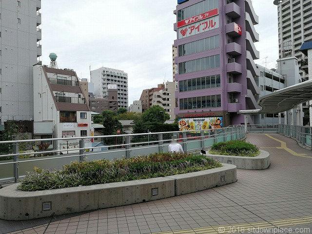 京急蒲田駅西口ペデストリアンデッキのベンチその2