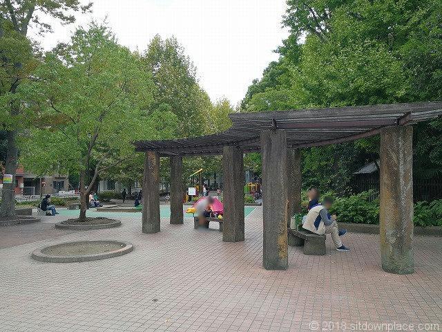 清澄庭園児童公園のパーゴラ