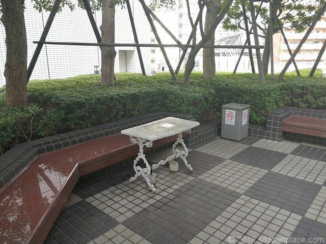 大崎ニューシティ パティオ奥のテーブル席