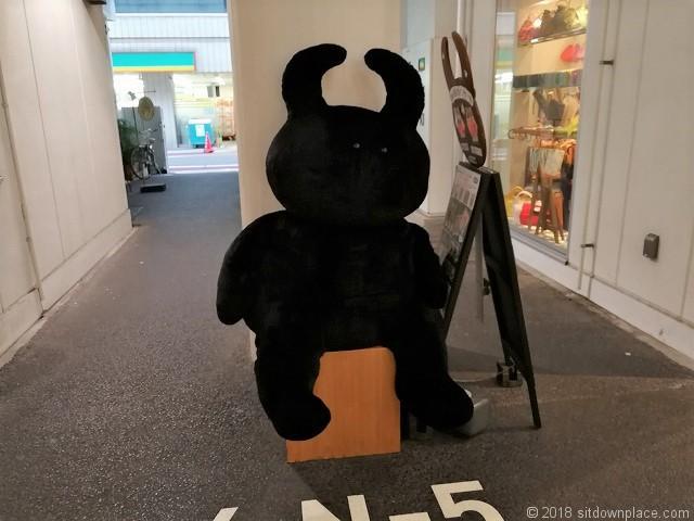秋葉原2k540 AKI-OKA ARTISANの黒いウサギ