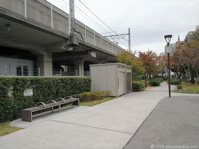 秋葉原練塀公園の休憩所