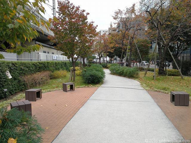 秋葉原練塀公園の景観