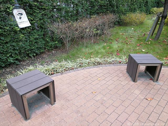 秋葉原練塀公園のベンチ