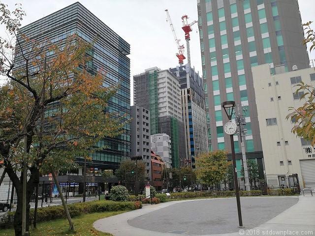 秋葉原練塀公園の富士ソフトビル方面の景観