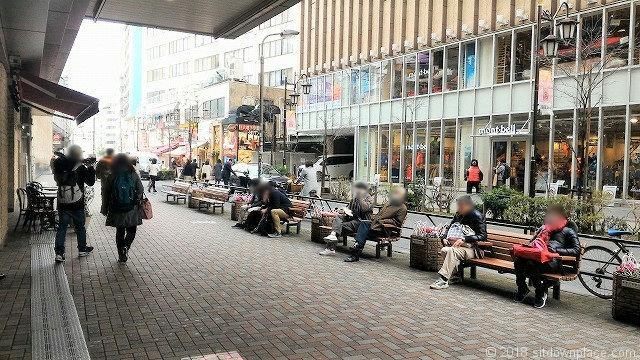 恵比寿駅西口正面のベンチ