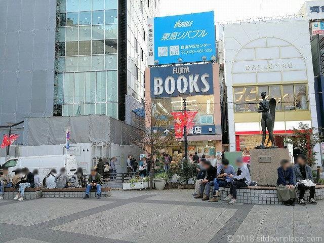 自由が丘駅正面口駅前広場