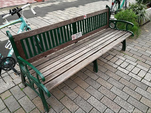 九品仏川緑道のベンチ
