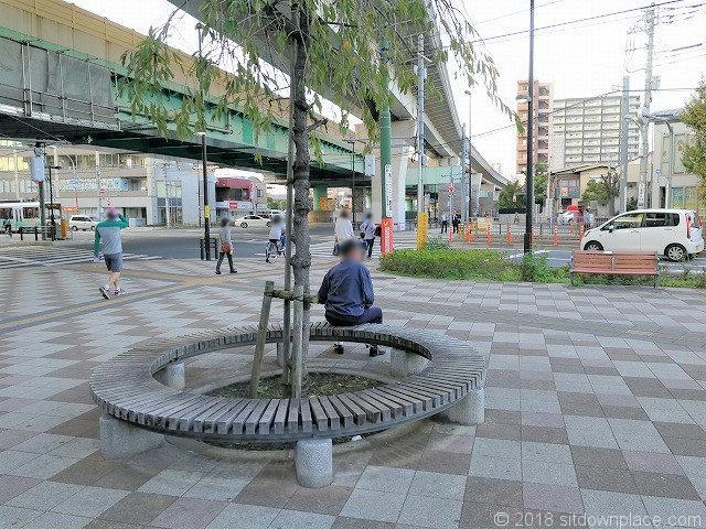 熊野前駅のいやしのベンチ