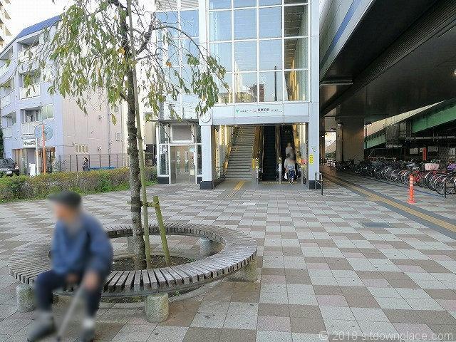 熊野前駅の休憩所全体