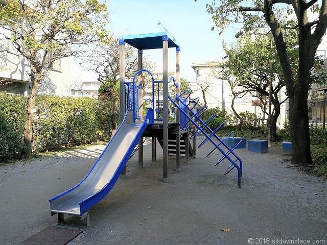 矢口南児童公園のすべり台
