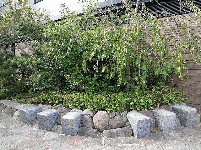 蛇崩川緑道のベンチ