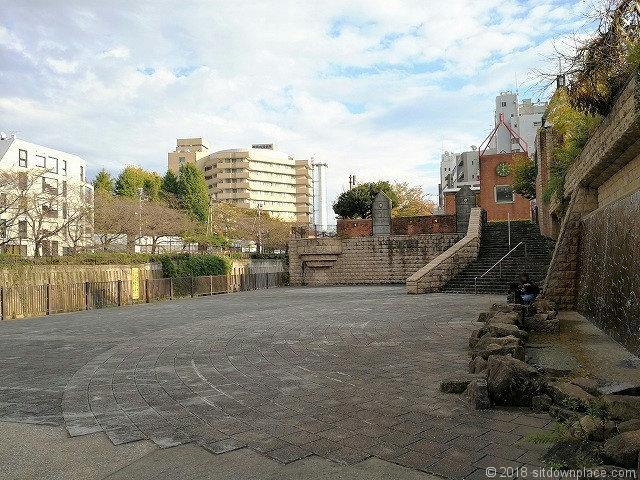 目黒川船入場の広場
