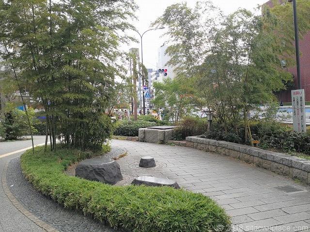 ナカメアルカス駒沢通り近くの休憩所